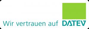 """In grüner Schrift steht der Schriftzug """"Wir vertrauen auf Datev"""" geschrieben. Darin ist das Datev-Logo integriert."""